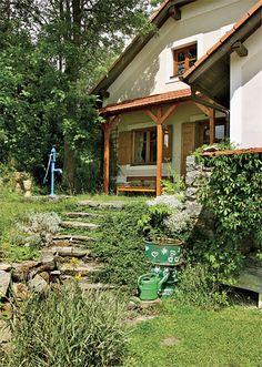 Chalupa s harmoniem Cottage Homes, Countryside, Pergola, Houses, Cabin, House Styles, Home Decor, Homes, Homemade Home Decor
