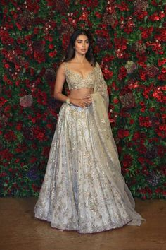 Amitabh Bachchan, Ambanis , SRK , Kareena And Others Grace Starry Wedding Reception Of Deepika Padukone And Ranveer Singh - HungryBoo Dress Indian Style, Indian Look, Indian Ethnic Wear, Indian Dresses, Indian Clothes, Bollywood Outfits, Bollywood Fashion, Bollywood Dress, Bollywood Wedding