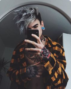 Hair-Color-for-Men-with-Brown-Skin-Tone All the hair colour trends 2019 to inspire you to modify you Men Hair Color, Cool Hair Color, Hair Colors, Hair And Beard Styles, Curly Hair Styles, Photography Poses For Men, Brown Skin, Haircuts For Men, Pretty People