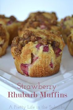 Rhubarb Muffins {A Pretty Life}--Lisa made these. Used whole wheat flour instead.Strawberry Rhubarb Muffins {A Pretty Life}--Lisa made these. Used whole wheat flour instead. Strawberry Rhubarb Muffins, Rhubarb Desserts, Strawberry Recipes, Mini Desserts, Just Desserts, Delicious Desserts, Dessert Recipes, Blueberry Rhubarb, Rhubarb Bread