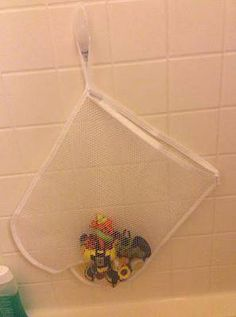 Here are quite a few bath toy storage and organization ideas you can use to corral these little toys between baths while also let them drain and dry between uses.