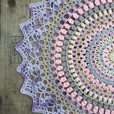 Detta blogginlägg publicerades ursprungligen på Crochet Millans blogg. Alla bilder och texter nedan tillhör henne. Vi vill rikta ett stort tack till Camilla för att vi får publicera mönstret här …
