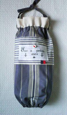 """Sac a sacs plastiques,esprit """"marin"""",brodé main ,toile a matelas bleue et blanche . : Accessoires de maison par kate27"""