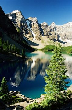 ✯ Moraine Lake - Banff, Canada