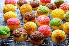 What is Choux au Craquelin (pronounce shoo-o-krat-ker-lan)? They are baked mini… Dessert Mousse, Dessert Crepes, Choux Pastry, Pastry Cake, Shortcrust Pastry, Mini Desserts, No Bake Desserts, Pastry Recipes, Cookie Recipes