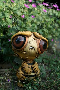 American artist Chris Ryniak creates amonster art doll of a bee born in a nuclear world « « Mayhem & Muse Clay Monsters, Little Monsters, Cartoon Monsters, Sculpture Clay, Sculptures, Dragons, 3d Camera, 3d Figures, Monster Dolls
