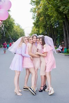 Beautiful girls in pink dresses celebrate bachelorette party in the park. Download it at freepik.com! #Freepik #photo #woman #nature #bride #park