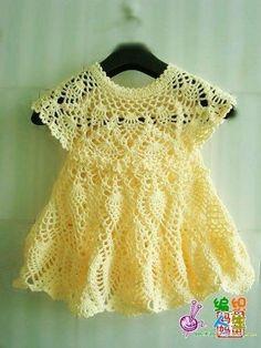 Платье ананасами для девочки с ажурной кокеткой. Летние платья для девочек крючком со схемами.