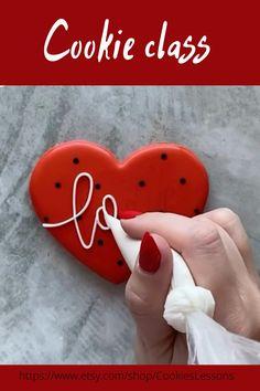 Valentine's Day Sugar Cookies, Sugar Cookie Royal Icing, Fancy Cookies, Iced Cookies, Cookies Et Biscuits, Cupcake Cookies, Royal Icing Decorated Cookies, Cookies For Kids, Heart Cookies
