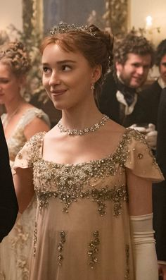 Bridgerton: Daphne's Wedding Ring From Simon Is So Unique Phoebe Dynevor, Intimate Wedding Ceremony, Princess Aesthetic, Vintage Gowns, Wedding Book, Wedding Rings, Wedding Styles, Deco, Fashion Beauty