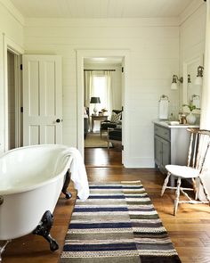 This incredible farmhouse renovation was designed for the 2012 Southern Living Idea House by Historical Concepts, located in Senoia, Georgia. Farmhouse Renovation, Farmhouse Chic, Farmhouse Design, Southern Farmhouse, Vintage Farmhouse, Stil Inspiration, Bathroom Inspiration, Bathroom Ideas, Bathtub Ideas