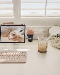 Desk Inspo, Desk Inspiration, Study Room Decor, Cute Room Decor, Room Design Bedroom, Room Ideas Bedroom, Desk Setup, Room Setup, Accessoires Ipad