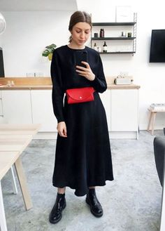 This Handbag Trend Makes Any Outfit Look More Current Modest Fashion, Girl Fashion, Fashion Outfits, Apostolic Fashion, Modest Clothing, Fashion Hacks, Modest Outfits, Skirt Outfits, Casual Dresses