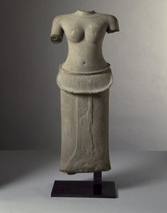 """brooklynmuseum: """" """"In looking at the millennia of art history, it is always interesting to consider the similarities between certain types of sculptures made on different continents and centuries..."""