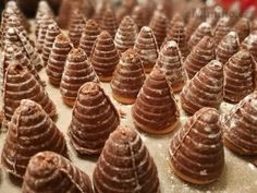 Recept, podle kterého se vám Vosí hnízda s likérem zaručeně povede, najdete na eMimino.cz. Podívejte se na fotografie a hodnocení ostatních kuchařů. Mini Cupcakes, Food And Drink, Cookies, Sweet, Desserts, Crack Crackers, Candy, Tailgate Desserts, Deserts