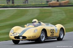 Picture gallery from the Goodwood Members Meeting held March 2015 at the Goodwood Motor Circuit in West Sussex, England. Sports Car Racing, Road Racing, Race Cars, Maserati, Bugatti, Ferrari, Basic Italian, Vintage Race Car, Toys For Boys