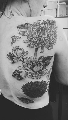 MxM SANG BLEU LONDON Some flowers with insects grow up on my back  peonies moth bumblebee chrysanthemum ink tattoo