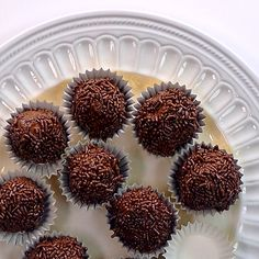 Have you always wanted to learn how to make homemade chocolate truffles? These are so creamy, you will love them! Have you always wanted to learn how to make homemade chocolate truffles? These are so creamy, you will love them! Candy Recipes, Sweet Recipes, Baking Recipes, Dessert Recipes, Pretzel Dip Recipes, Pasta Recipes, Chocolate Videos, Delicious Desserts, Yummy Food