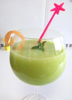 Aprende a hacer un zumo de melón con hierbabuena sin azúcares añadidos. Zumo fácil y rápido de hacer pero muy rico y refrescante para estos días de calor.