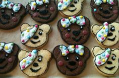 Amazing pudsey and blush biscuits Children In Need Cupcakes, Childrens Meals, School Fundraisers, Baking With Kids, Novelty Cakes, Yummy Drinks, Cake Cookies, No Bake Cake, Gingerbread