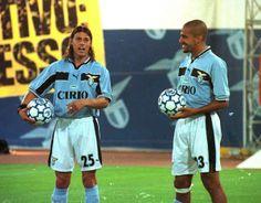 Matias Almeyda et Juan Sebastian Veron (Lazio Rome) Football Photos, Football Soccer, Football Players, Play Maker, Ss Lazio, Soccer World, World Cup, Derby, Club