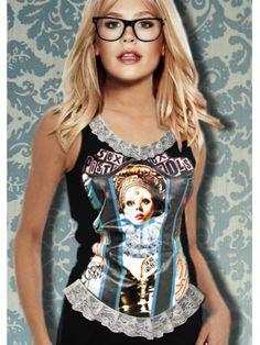 Corset vinílico , cosido y adaptado a camiseta de algodón, con print retro de mi grupo favorito los Sex pistols, y una Reina , rememorando a God Save the Queen. Puntillas en el escote y en el bajo fruncidas.