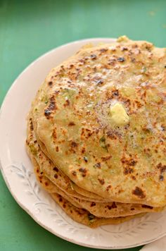 Mix Veg Paratha (Stuffed Indian flatbread) -Another healthy breakfast from the Punjabi kitchen. You can add any vegetables like broccoli, spring onions etc. even Paneer. Healthy Food Blogs, Healthy Eating For Kids, Healthy Breakfast Recipes, Vegetarian Recipes, Healthy Recipes, Healthiest Breakfast, Burfi Recipe, Roti Recipe, Baby Food Recipes