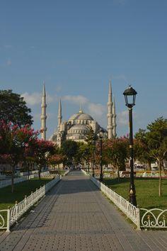 Prêts à embarquer ? On vous emmène avec nous à Istanbul , en Turquie ! Une ville aux milles couleurs et senteurs ; de ces villes dont on to...