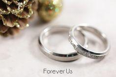Argollas de matrimonio fabricadas en oro blanco. Argolla de dama con diamantes.