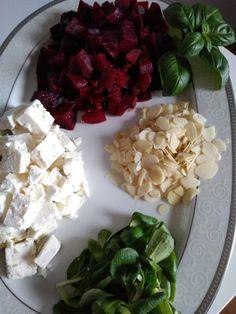 Sałatka Król stołu - Olcia Gotuje Feta, Cabbage, Pizza, Vegetables, Recipes, Foods, Food Food, Food Items, Recipies