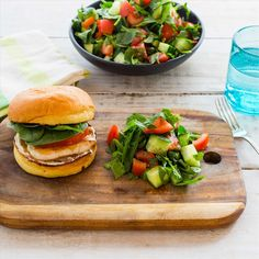 These light and fluffy brioche buns will please even the fussiest foodies. Spinach And Cheese, Baby Spinach, Mango Chicken, Chopped Salad, Salmon Burgers, I Foods, Buns, Feta, Foodies