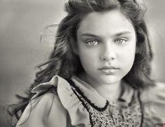 Ellis Island photograph - a little girl of uncommon beauty