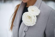 """Купить Брошь заколка два цветка из ткани """"Кремовые пионы"""" - бежевый, кремовый, жемчужный"""