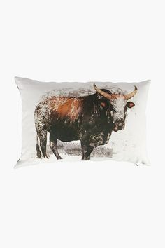 Instantly uplift the look of your lounge with this beautiful Nguni scatter cushion. This scatter is perfect on its own or accompanied by plain scatters in