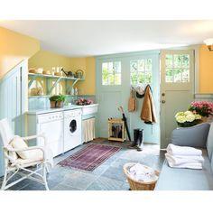 غرفه غسيل وتفتح النفس 😄 شلون !  This laundry room can easily pass as my comfort zone..who said doing the laundry needs to feel like a chore😌  #love #pink #floral #flowers #flower  #luxury #style #room #beauty #pretty #fashion #interiordesign #interior #design #decor #decoration #home #house #homedecor #instahomes #classic #ديكور #اثاث #غرفه#الكويت#تصميم_داخلي#