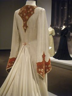 Glenbow Museum, Calgary Finding Neverland 2004 Worn by Kate Winslet as Sylvia Llewelyn Davies Designed by Alexandra Byrne