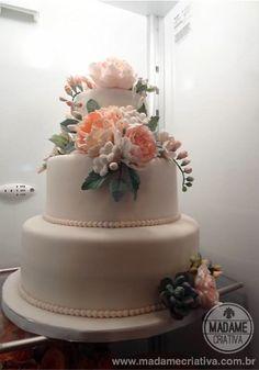 Bolo de verdade com flores comestíveis feito por família brasileira para casamento nos EUA - Sugar flowers for Wedding Cake. The bride's family made it! Can you believe it? Hey Cake Boss, we've got some talent!
