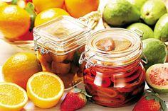 Aprenda a preparar compotas, uma alternativa gostosa para conservar as frutas da estação e consumi-las durante o ano inteiro