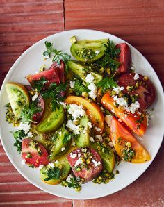 Tomato salad with Feta and Pistachios - Serve this salad as soon as it is assembled so all of the tomato juices and flavor stay where they belong. Summer Vegetarian Recipes, Healthy Recipes, Summer Vegetable Recipes, Pistachio Recipes, Smoothies, Summer Side Dishes, Sin Gluten, Summer Salads, Side Dish Recipes