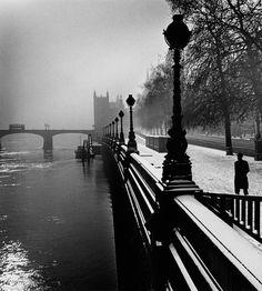 London 1947     Photo: Wolf Suschitzky
