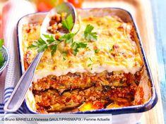 Découvrez la recette de Moussaka avec Femme Actuelle Le MAG Healthy Eating Tips, Healthy Nutrition, Healthy Dinner Recipes, Beef Recipes, Vegan Recipes, Musaka, Vegetable Drinks, Lasagna, Food Porn