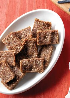 These no-bake bars from @cleaneatingmag  are as delicious as apple pie, but without all the extra calories! #myfitnesspal