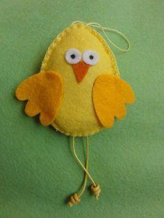 Easter Projects, Easter Crafts, Felt Christmas Ornaments, Christmas Crafts, Felt Crafts, Fabric Crafts, Chicken Crafts, Felt Birds, Felt Decorations