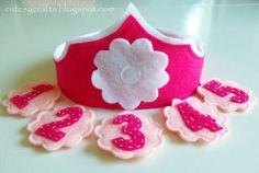 Felt Birthday Crown with Interchangeable Numbers - Cutesy Crafts - Sewing and tutorials - Felt Birthday Crown with Interchangeable Numbers – Cutesy Crafts Cutesy Crafts: Felt Birthday Crown with Interchangeable Numbers nice idea. Diy Birthday Crown, Baby Girl Birthday, Birthday Crowns, Baby Crafts, Felt Crafts, Crafts For Kids, Felt Crown, Diy Crown, My Funny Valentine