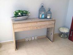 Beistelltisch aus Bauholz perfecte für Ihr Zuhause. Kaufen Sie ihn jetzt nur bei uns!    Wohnideen | Einrichtungsideen | Einrichten | Wohnzimmer | Stahl | Bauholz