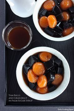 Yam Balls and Grass Jelly in Syrup. Yam (sweet potato) balls and grass jelly in palm sugar syrup. Jelly Desserts, Asian Desserts, Köstliche Desserts, Delicious Desserts, Dessert Recipes, Chinese Desserts, Yam Or Sweet Potato, Sweet Potato Recipes, Dessert Bowls