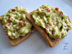 Suzzie pro zdraví: Avokádová pomazánka Avocado Toast, Guacamole, Healthy Recipes, Healthy Food, Food And Drink, Breakfast, Ethnic Recipes, Blog, Fitness