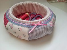 New Ideas For Basket Fabric Tutorial Projects Small Sewing Projects, Sewing Crafts, Butterfly Quilt, Sewing Baskets, English Paper Piecing, Fabric Storage, Sewing Accessories, Mason Jar Diy, Ball Birthday