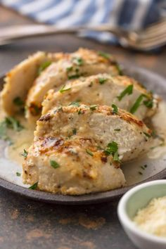 You Only Need 4 Ingredients for This Baked Chicken Caesar This MELT IN YOUR MOUTH CAESAR CHICKEN is made with only 3 ingredients (say WHAT?) and is oh so tender and delicious. Easiest tastiest weeknight dinner ever. Cesar Chicken, Easy Baked Chicken, Keto Chicken, Creamy Chicken, Chicken Meals, Bbq Chicken, Shredded Chicken, Rotisserie Chicken, Grilled Chicken