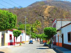 Camina por las coloridas callecitas de #Jala, pueblo mágico del estado de #Nayarit, en #Mexico.